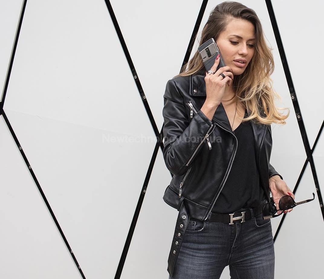 модная модель смартфона в New Technology